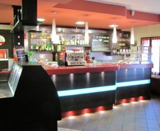 Ad falegnameria s r l arredo bar arredamento per la for Arredi bar moderni