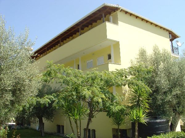 Lefkada low cost rent appartamenti e studios residence for Appartamenti barcellona low cost