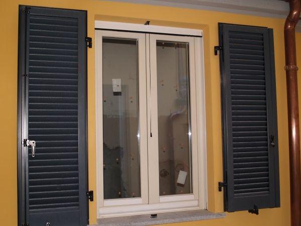 V8 serramenti s a s infissi serramenti e in legno e alluminio infissi e serramenti - Finestre in legno bianche ...